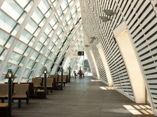 Interior of the modern railway station, Avignon, France - Vue de la gare moderne d'Avignon