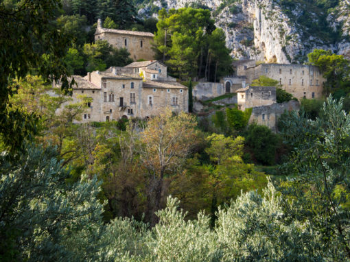 The village of Oppede-le-vieux in Provence, France - Le village d'Oppede-le-vieux en Provence