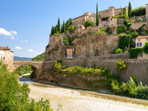 The Village of Vaison la Romaine and its roman bridge - Le village de Vaison la Romaine et son pont romain
