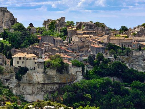 Les Baux de Provence village on the rock formation and its castle -Les Baux de Provence, village perché et son château